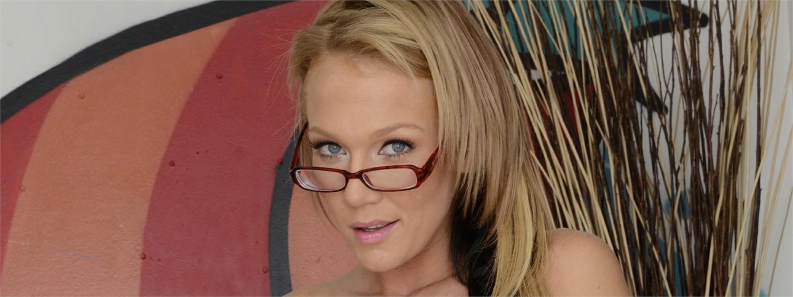 Nikki Sexx Hero Image