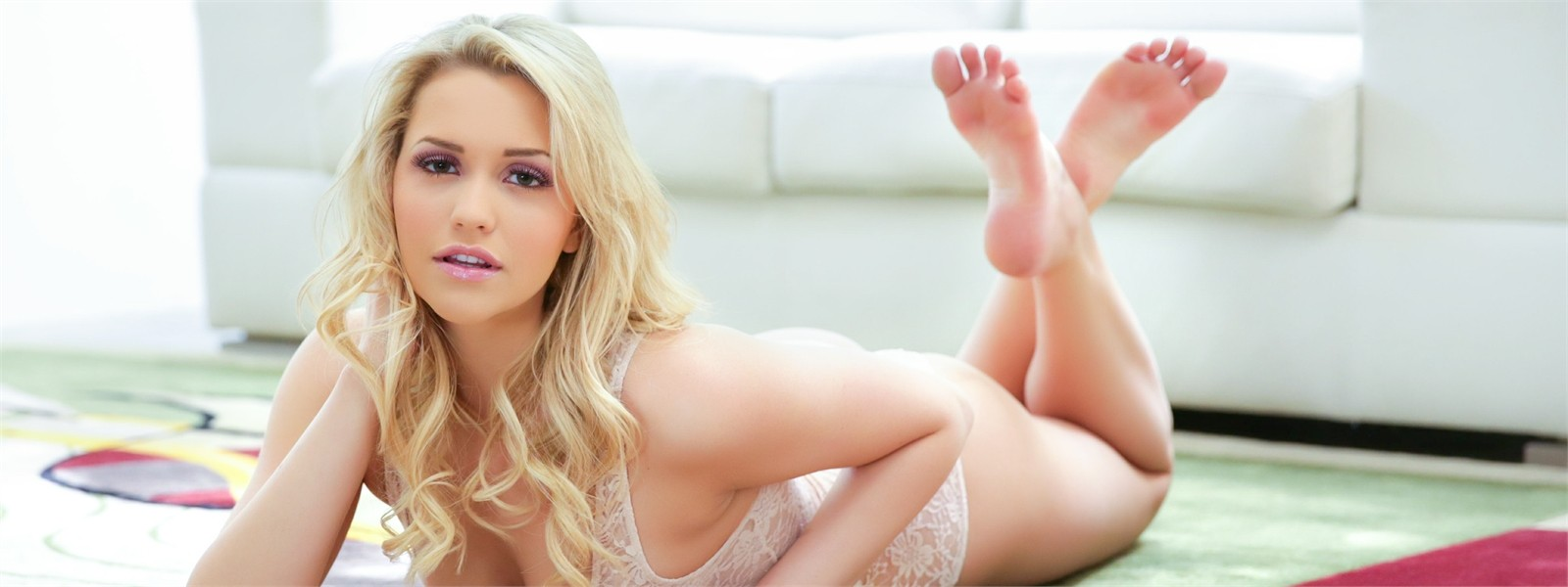 Watch porn scenes from Mia Malkova.