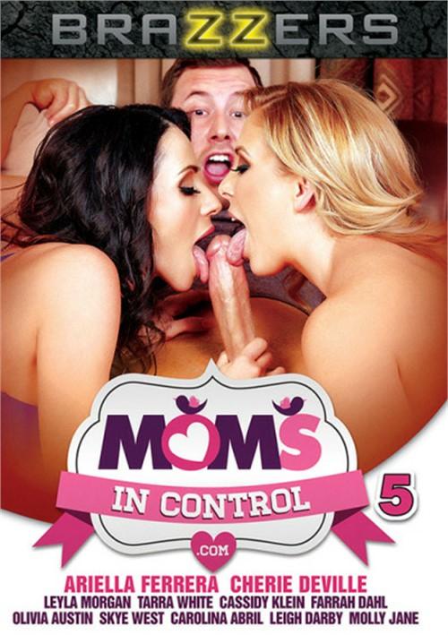 moms in control порно